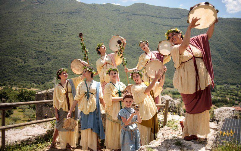 Danza dell'antica Roma e Tavolo espositivo dell' Ornatrix alla Villa di Tito-Castel Sant'Angelo RIETI